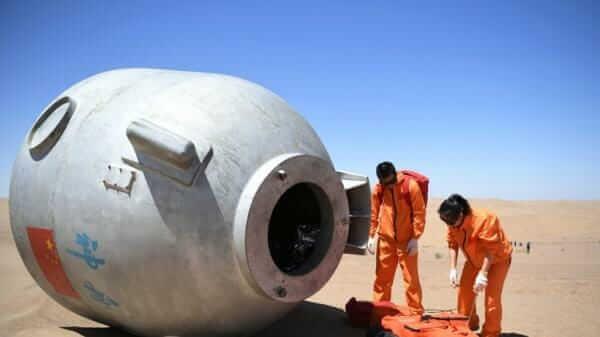 19 днів китайські астронавти вчились виживати в пустелі