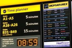 Життя Лондонський аеропорт вшанував Зоряні війни списком міжгалактичних перельотів замість звичного табло британія гумор Кіно