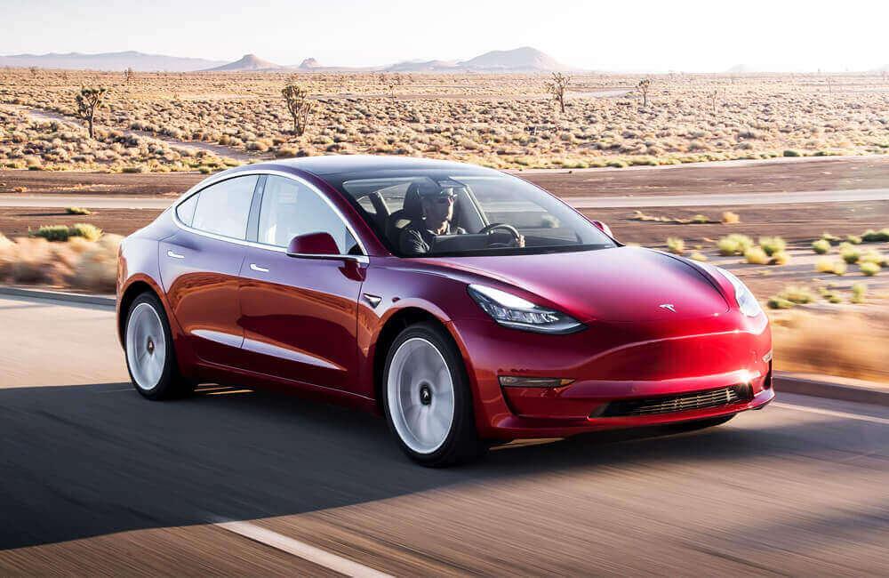 Машини Tesla можуть самі себе діагностувати та навіть замовляти необхідні запчастини