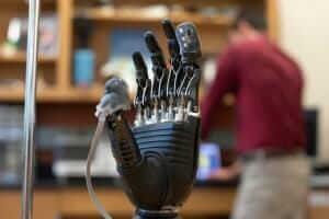 Технології Вчені створили протез руки, власник якого зможе відчувати дотик та біль здоров'я медицина новина сша