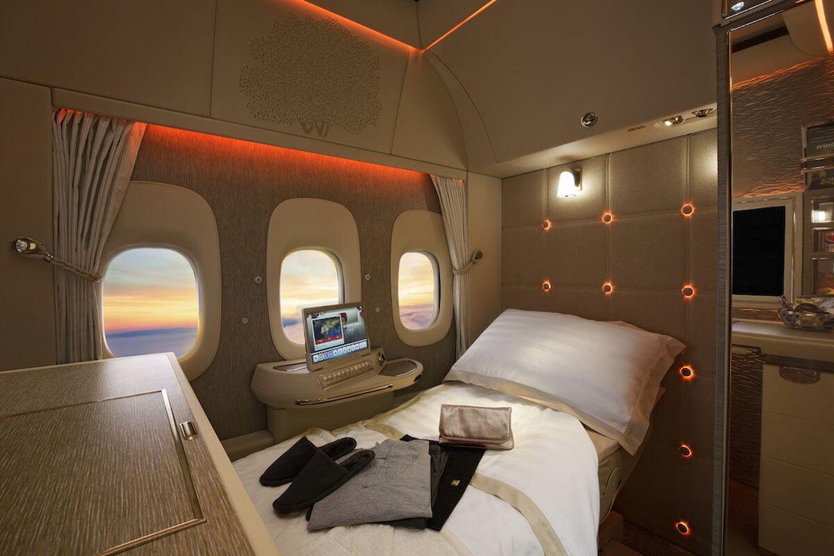 Авіакомпанія Emirates представила літак з моніторами замість ілюмінаторів