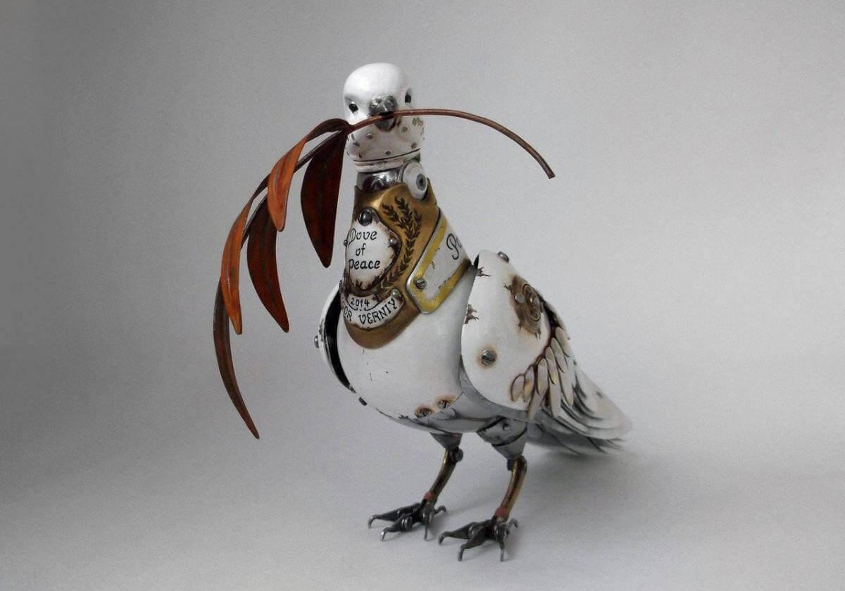 У Китаї для патрулювання використовують дронів, що виглядають, як голуби