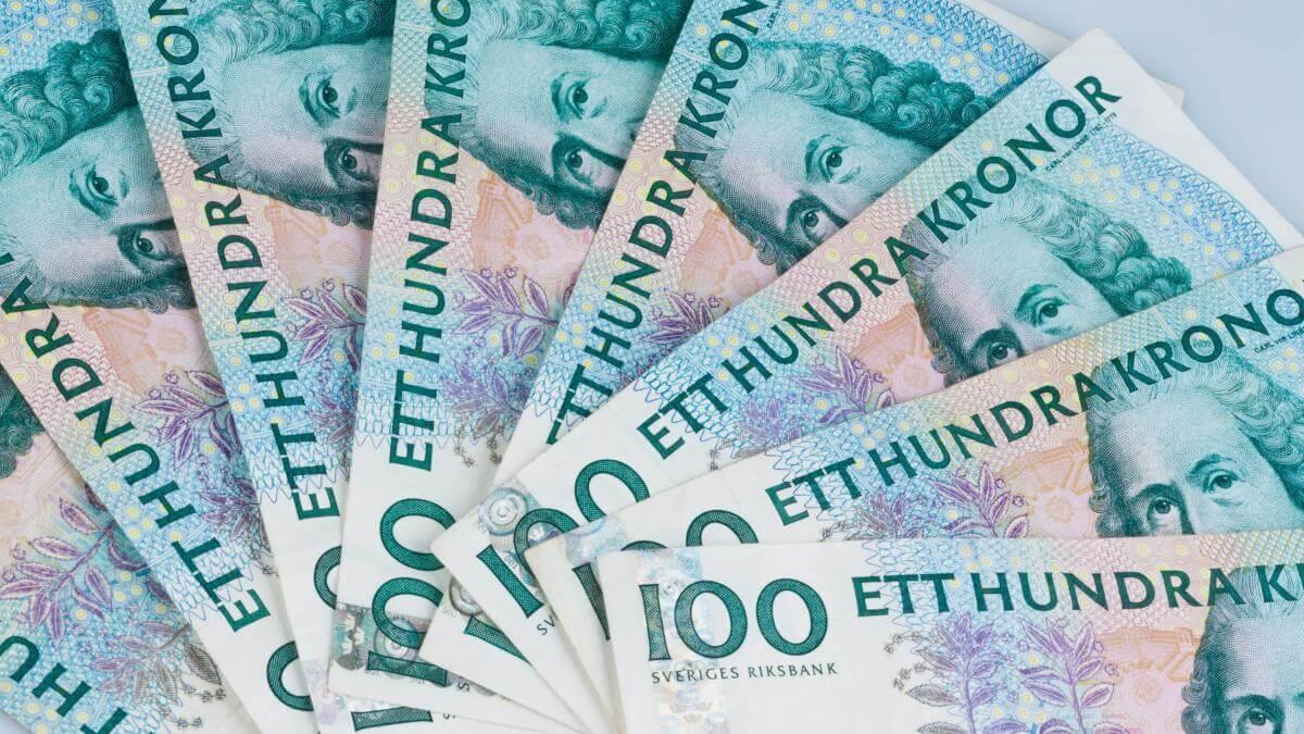 Швеція знову повертає в обіг готівкові гроші