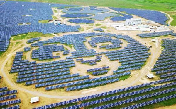 Китай витратить $3 млрд на сонячні електростанції у вигляді величезних панд