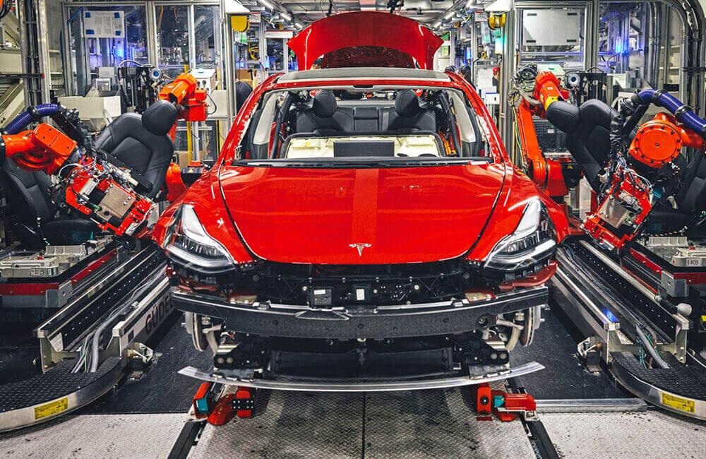 95% процесу виготовлення  корпусів Tesla Model 3  виконують роботи