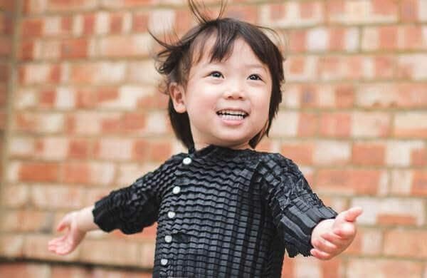 У Британії винайшли дитячий одяг, що росте разом із дитиною