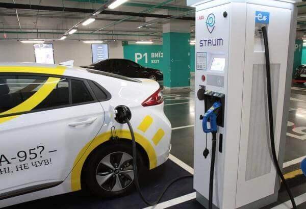 У Києві відкрили мережу швидкісних зарядок для електрокарів