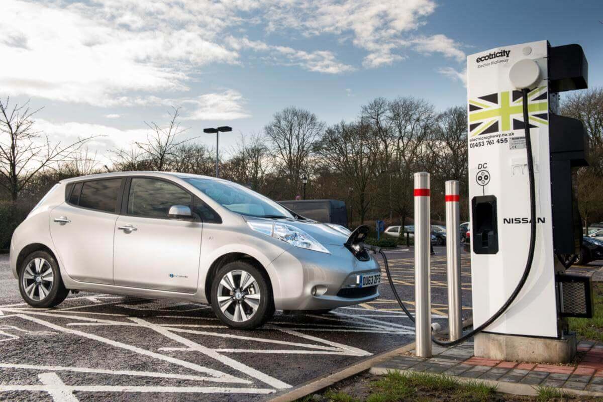 До 2040 року Британія повністю заборонить будь-який бензиновий та дизельний транспорт
