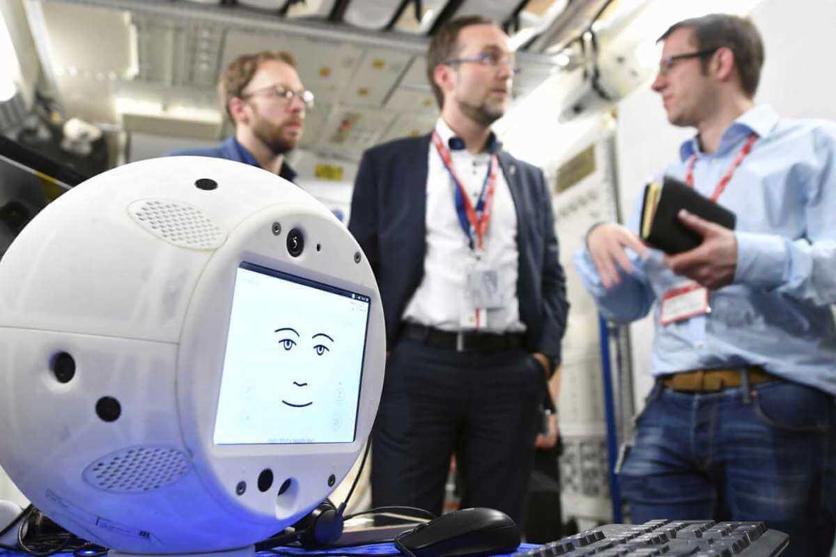 Компанія SpaceX відправила у космос першого робота зі штучним інтелектом