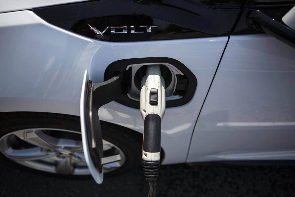 Як Україна стимулює зниження цін на електромобілі?