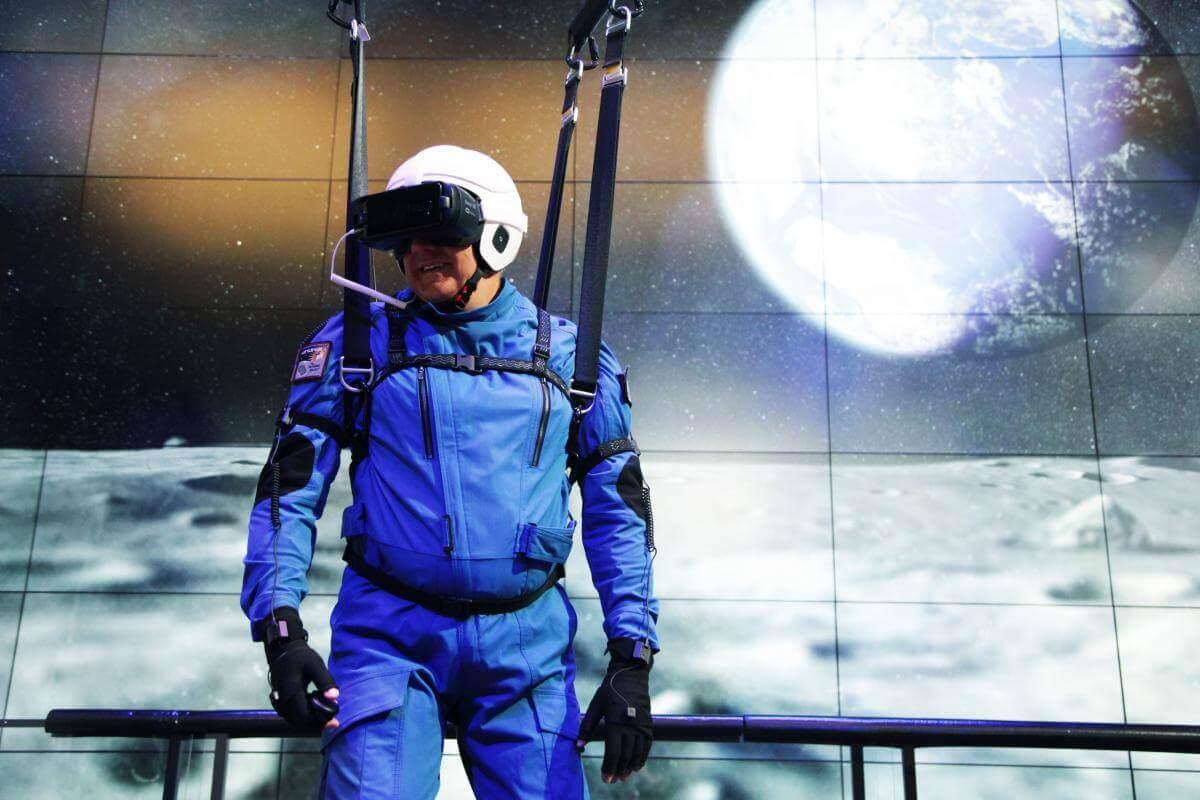 Samsung разом з NASA створили реалістичний симулятор прогулянки місячною поверхнею