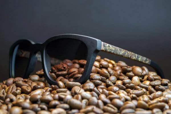 Українська компанія створила екологічні окуляри з кави та льону
