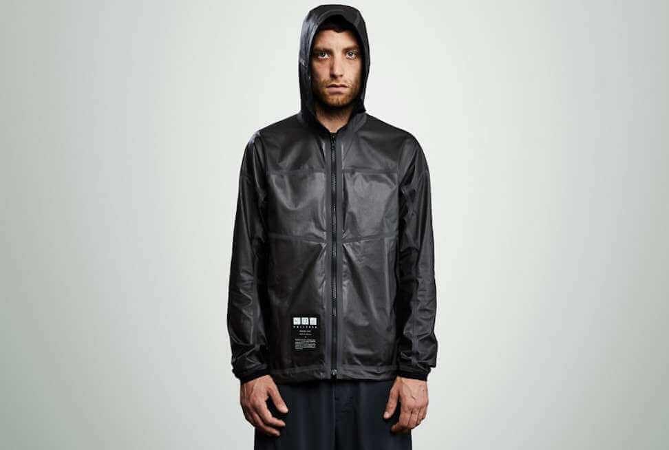 Британці створили куртку з графену, яка зберігає тепло і не дає спітніти