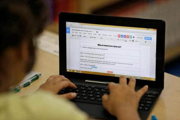 Штучний інтелект в школах США стежитиме за тим, що учні роблять на комп'ютерах