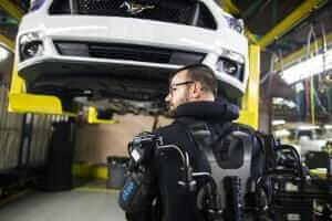 Технології Ford одягне працівників на заводах в екзоскелети новина Організація роботи сша у світі