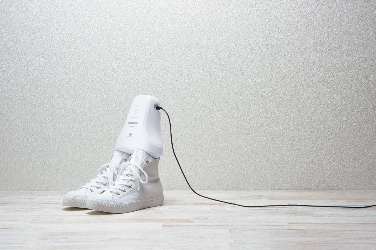 У Японії створили прилад, який за 5 годин позбавляє взуття неприємних запахів