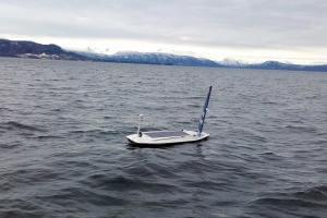 Життя Човен на сонячній батареї вперше перетнув Атлантичний океан британія електрочовен енергетика новина норвегія транспорт у світі