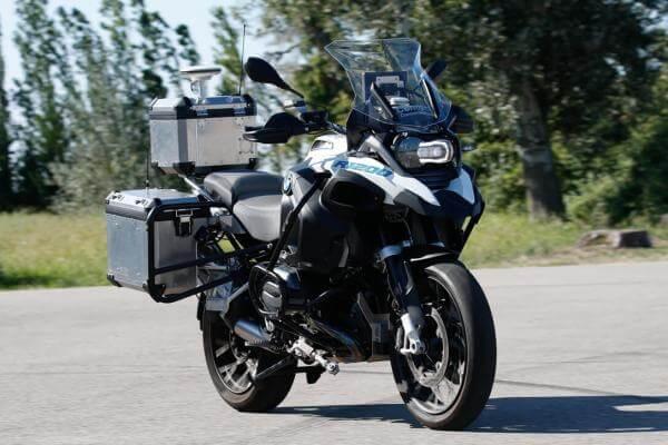 BMW створила електричний мотоцикл з автопілотом