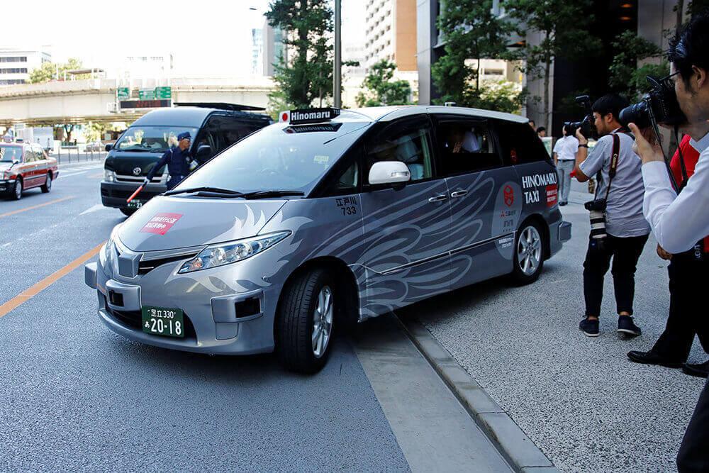 На вулицях Токіо вперше у світі запрацювали безпілотні таксі