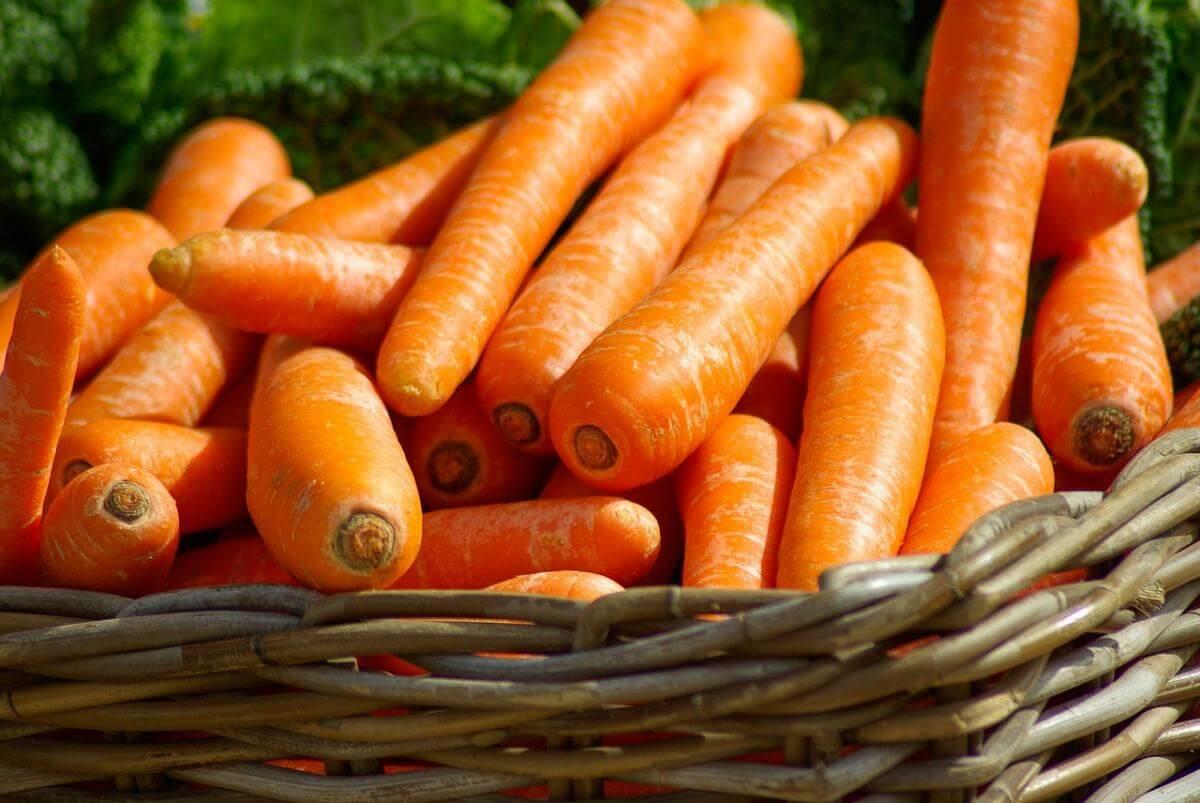 Чому морква стала помаранчевою?