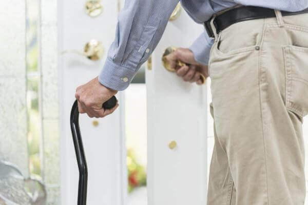 У Британії створили штани зі штучними м'язами для пересування літніх людей