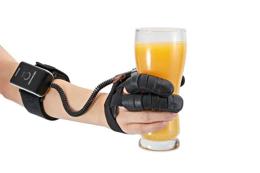 В США створили роботизовану рукавицю для людей з паралічем руки