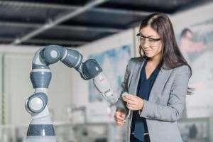 Технології 2020 року в Китаї збудують фабрику, де роботи збиратимуть інших роботів кнр новина роботи у світі швеція