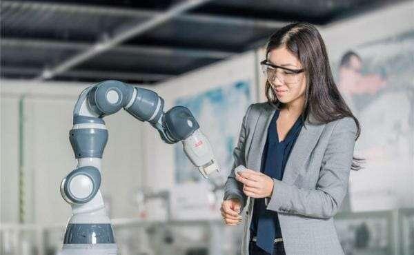 2020 року в Китаї збудують фабрику, де роботи збиратимуть інших роботів