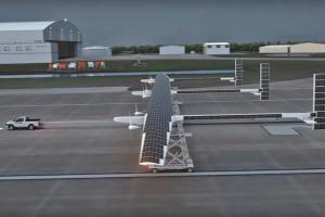 Технології 2019 року Boeing почне випуск безпілотника на сонячних батареях дрон екологія новина у світі