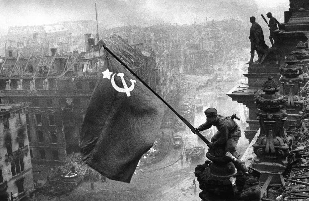 Що не так із цим історичним кадром з 1945-го року? (відео)