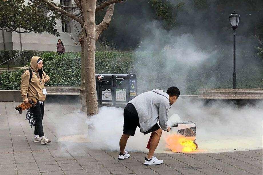 У Каліфорнії робот-кур'єр згорів дорогою до клієнта