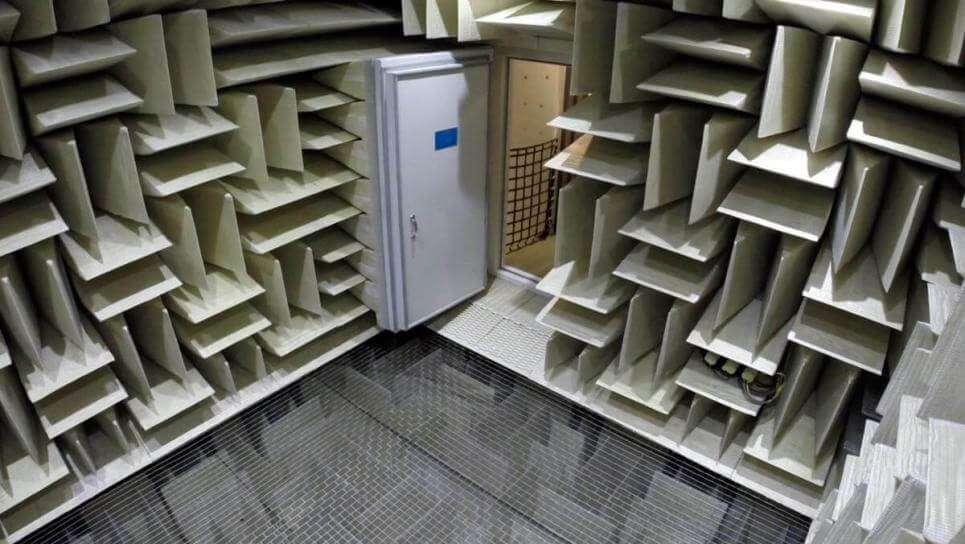 Вхід у заглушену кімнату Microsoft, Вашингтон.