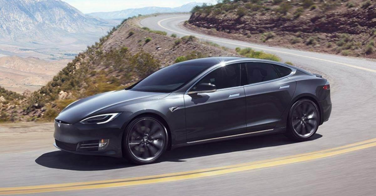В Каліфорнії автомобіль Tesla тікав від поліції на автопілоті, поки його водій спав п'яний за кермом