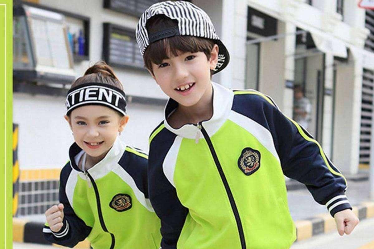 В Китаї смарт-одяг для школярів слідкує за їхнім пересуванням та діями