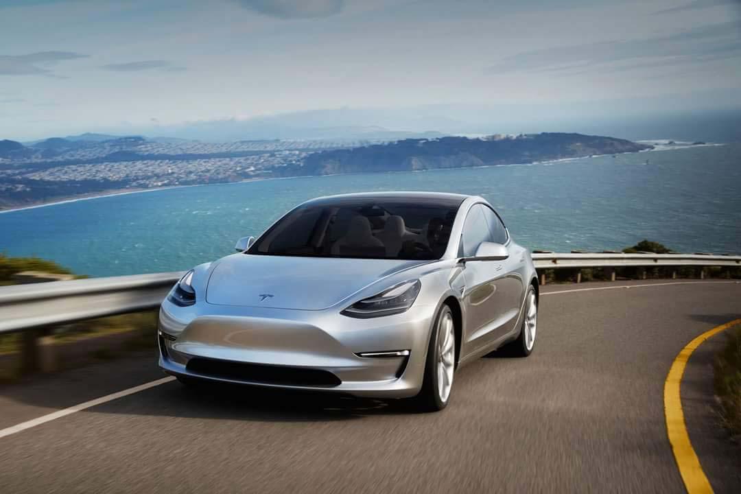 «Білим» хакерам запропонували зламати електрокар Tesla