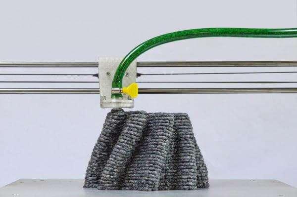 Нідерландський дизайнер друкує меблі з перероблених газет