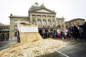 Життя Індія запускає найбільший експеримент із безумовного базового доходу в історії економіка ілон маск індія у світі цукерберг швейцарія