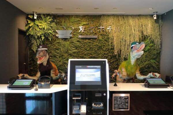 В японському готелі звільнили роботів та найняли людей