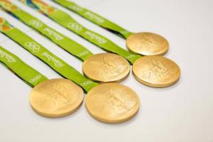 Життя Медалі для Олімпіади в Токіо 2020 року зроблять з перероблених смартфонів новина сміття спорт у світі японія
