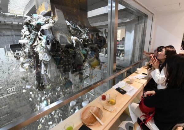На японському сміттєпереробному заводі відкрили кафе