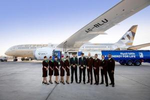 Технології Пасажирський літак вперше виконав рейс на чистому біопаливі авіа екологія новина ОАЕ транспорт у світі