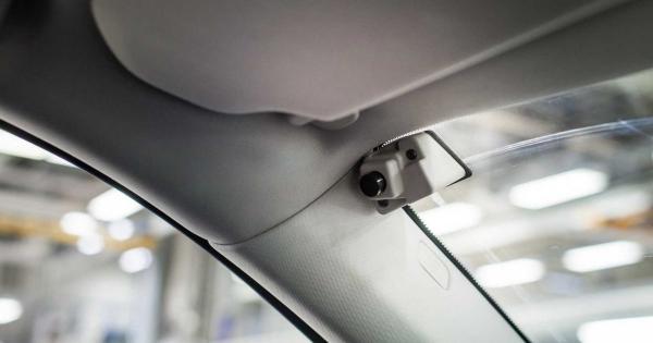 Volvo зупинятиме авто, якщо водій п'яний або неуважний