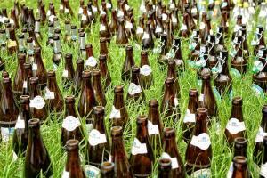 Життя На Закарпатті сільський голова створив млин для переробки скляних пляшок екологія зроблено в Україні новина