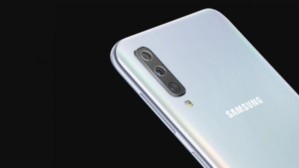 Samsung Galaxy A50 — майже флагман за ціною середнячка