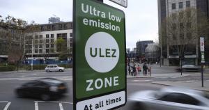 Життя У Лондоні запровадили екологічний збір за в'їзд до центру міста на старому автомобілі британія екологія новина транспорт у світі