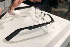 Технології Huawei презентувала «розумні» окуляри, що мають замінити навушники huawei новина у світі