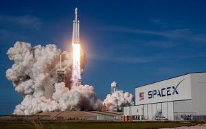 Життя Як це було: перший комерційний запуск ракети Falcon Heavy falcon heavy SpaceX ілон маск космос новина