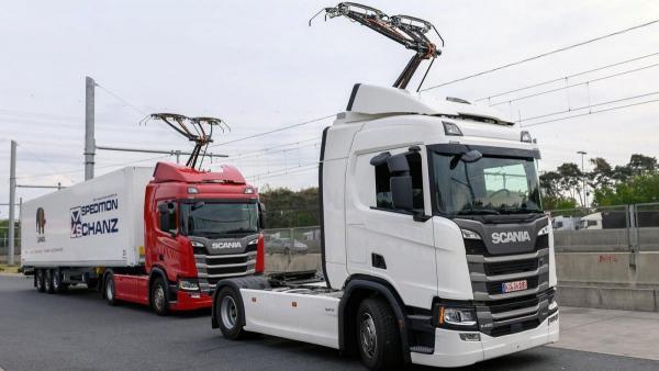 У Німеччині відкрили перший електричний автобан для вантажівок