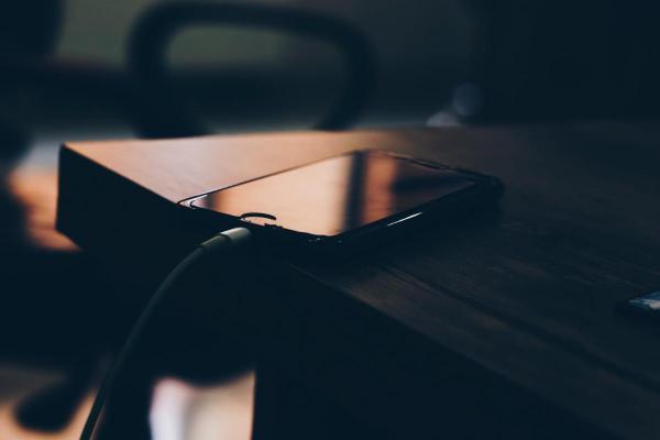 Що робити, аби акумулятор на телефоні працював довше?