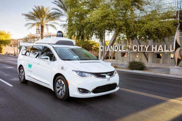 Waymo та Lyft випустять на дороги Фінікса десять самокерованих машин